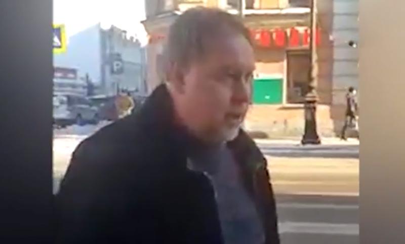 Прокурор из Петербурга едва  не сбил пару на «зебре»  и пообещал всех сгноить