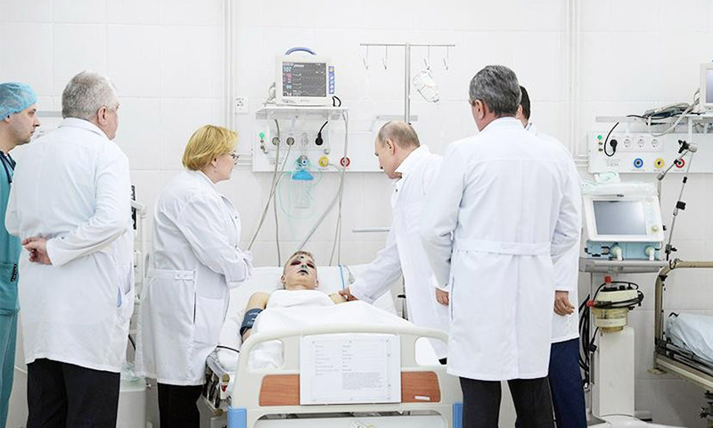 Путин поддержал в больнице парня, выпрыгнувшего из окна горящего ТЦ