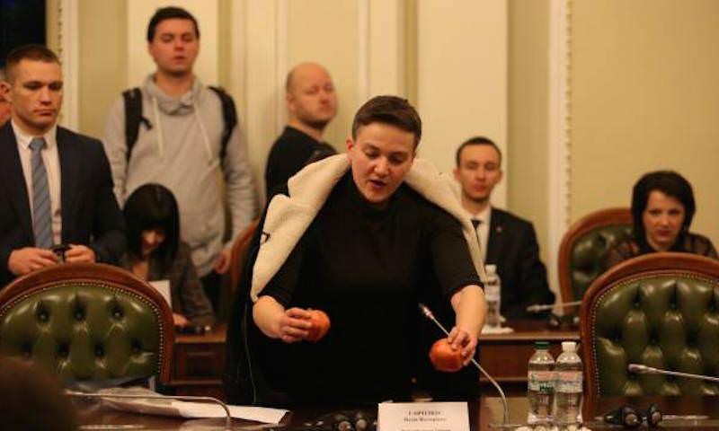 Савченко достала из сумки гранаты на заседании Рады