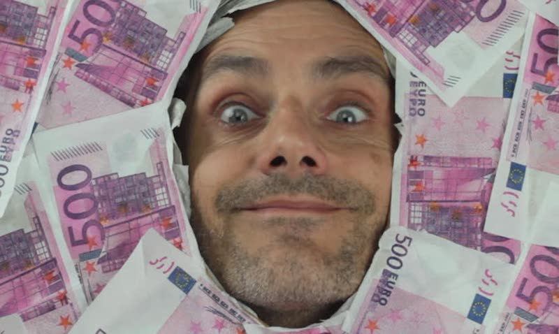 Евро взял курс на новый рекорд в России