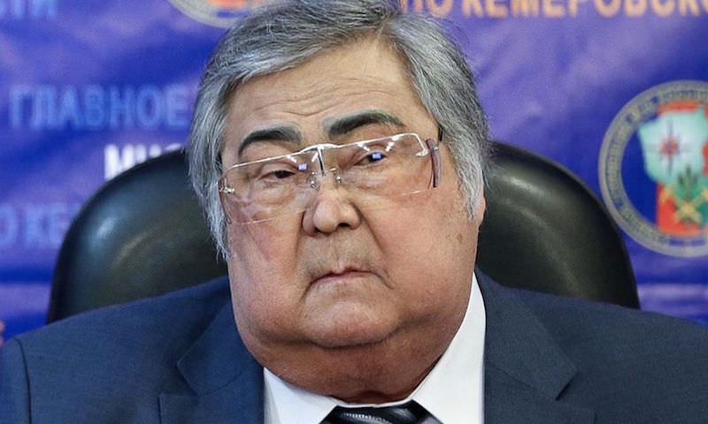 Уволенному Тулееву сохранили оклад, офис, жилье и помощника