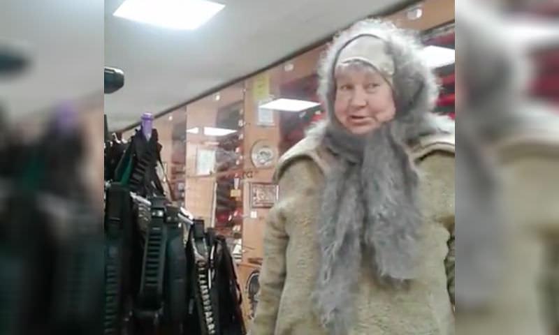 «Как стемнеет - будем брать»: старушка навела шороху в оружейном магазине Белгорода