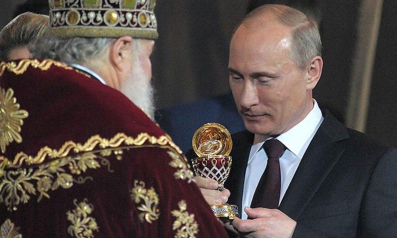 Патриарх назвал самое важное событие в истории и получил от Путина яйцо