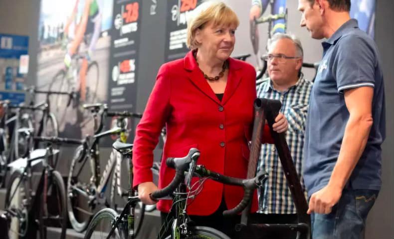 Всё дело в велосипеде: раскрыта тайна нелюбви Меркель к русским