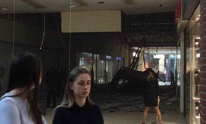 Потолок торгового центра рухнул в Калининграде