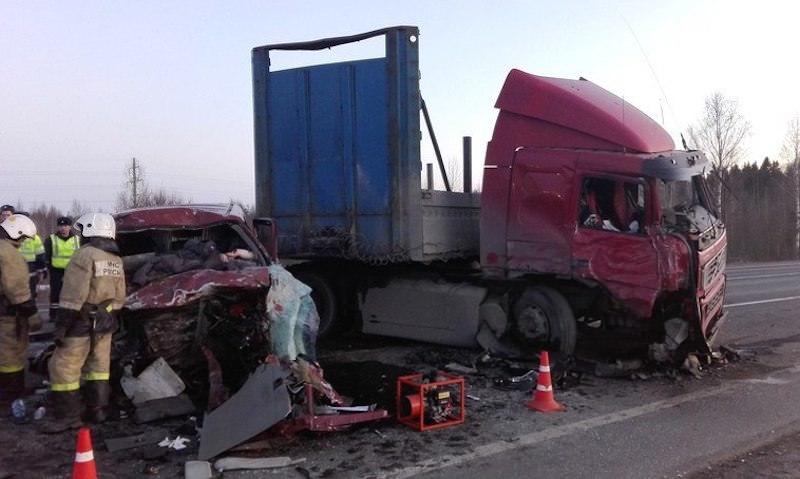 Траур объявлен из-за аварии в Вологодской области