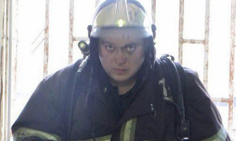 Пожарный Александр Кравченко пострадал во время пожара в
