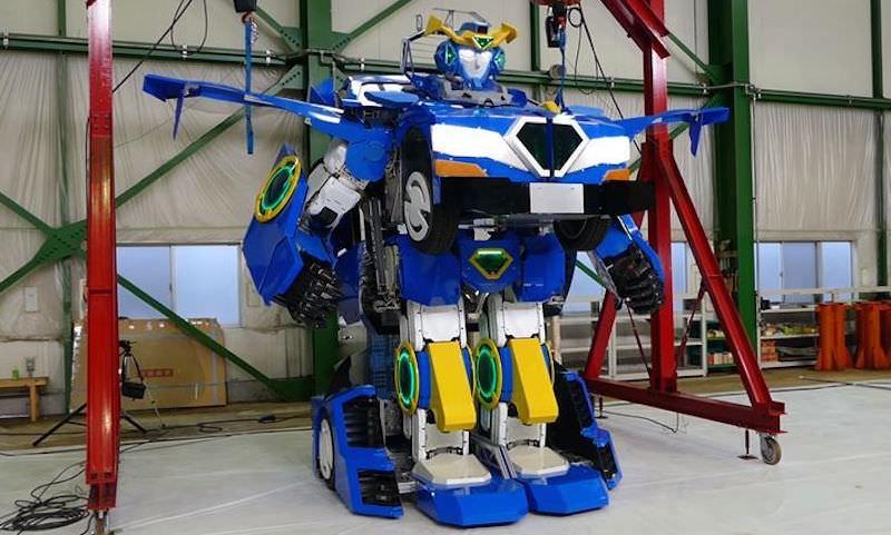 Будущее все ближе: настоящего робота-трансформера создали в Японии