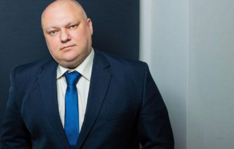 Депутат растоптал свой iPad в знак протеста против санкций США
