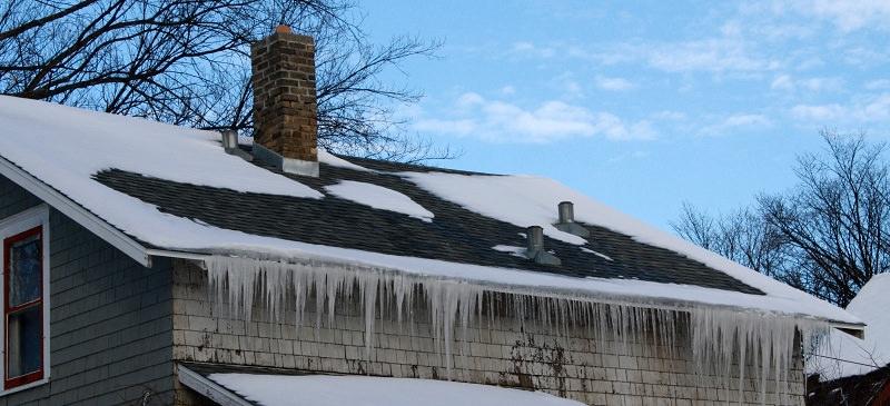 Как защитить крышу от льда
