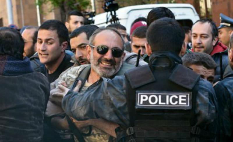 Революция в Армении не помешала Саргсяну стать премьером