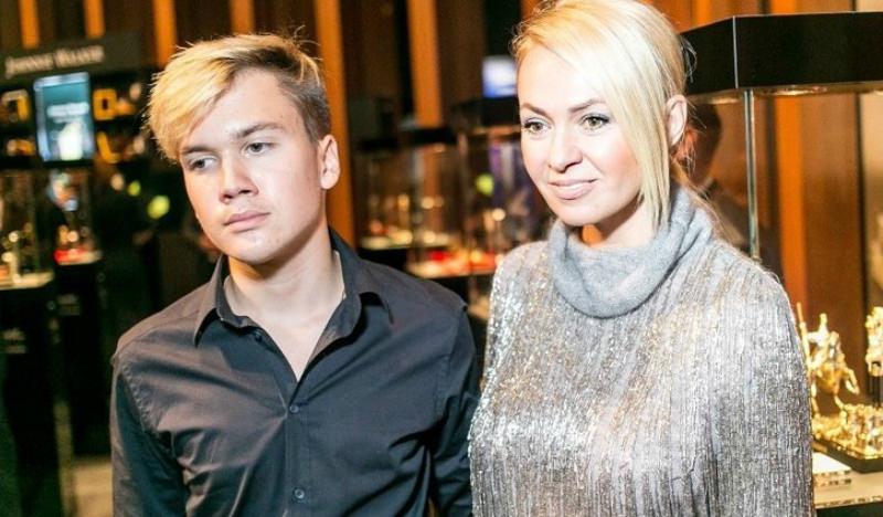 Сын Яны Рудковской рассказал о домашних арестах и строгости матери
