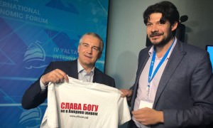 Сергей Аксенов поддержал идею Арт-проекта «СЛАВА БОГУ не в Америке живем!»