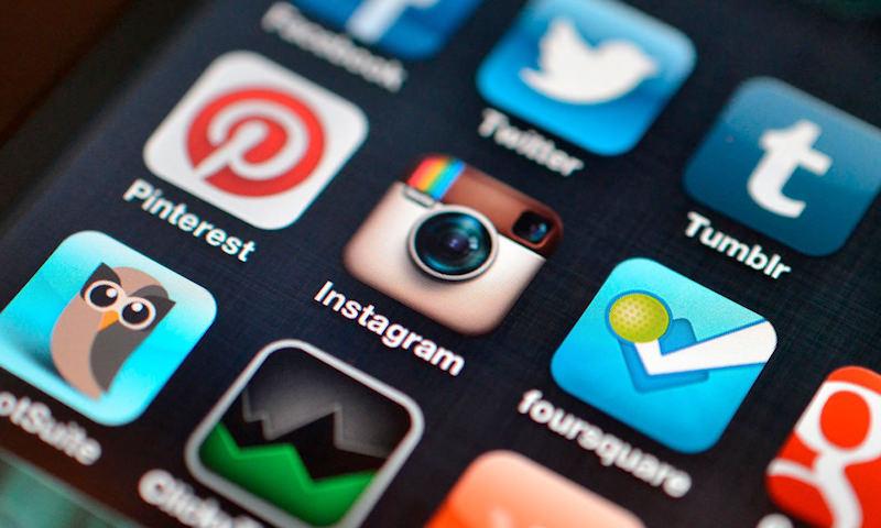 Не больше трех часов  и только через «Госуслуги»: пребывание в соцсетях