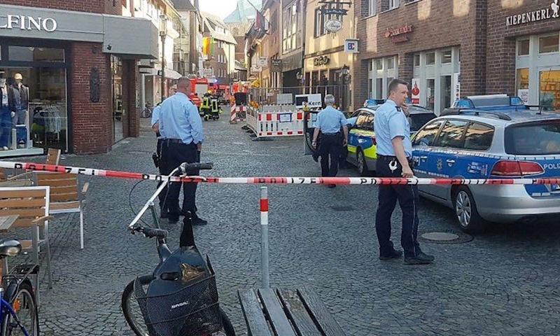В Германии водитель врезался в ресторан и покончил с собой