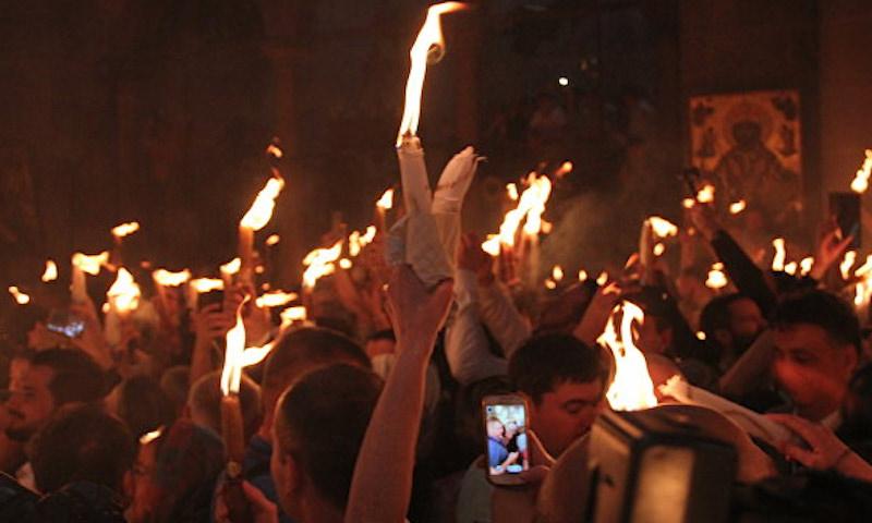 Благодатный огонь сошёл в Иерусалиме