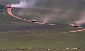 В Армении  празднуют революцию, в Карабахе - движение войск