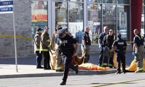 Фургон разметал толпу в Торонто: 10 трупов, водитель задержан