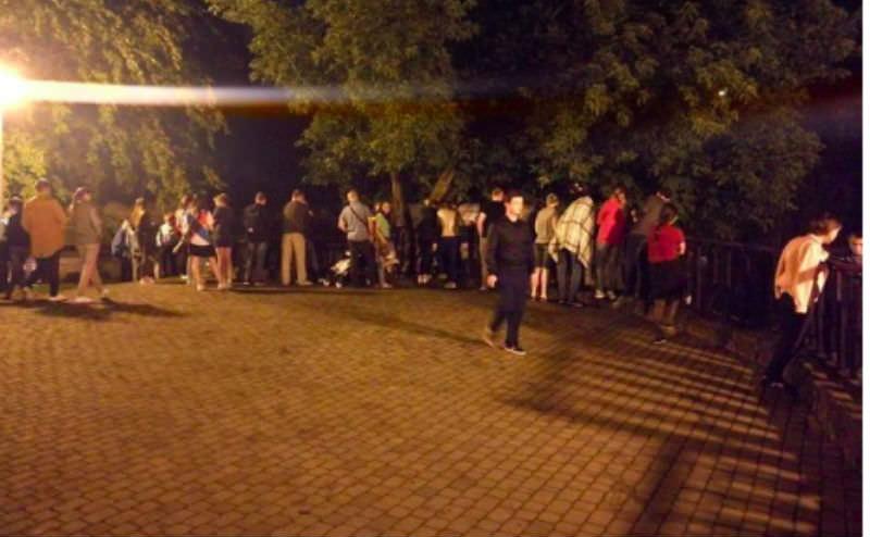 Краснодарцы всю ночь искали в парке халявные $100 от телевизионщиков