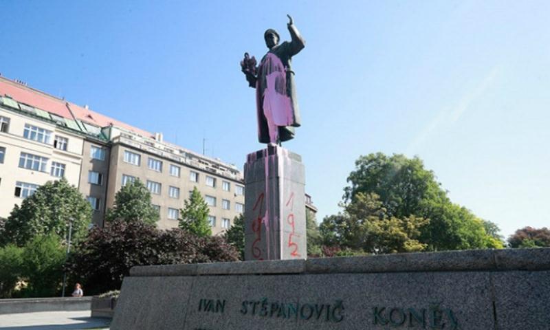 Накануне 9 мая в Праге осквернили памятник маршалу Коневу