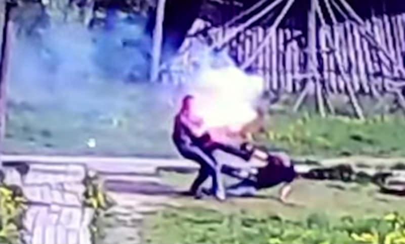 Мошенник избил полицейских полыхающим файером в Калужской области