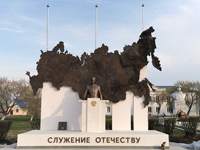 Памятник Путину установили в Курганской области. Но ненадолго.