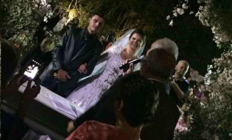 Вертолет с невестой упал и загорелся, но свадьбу отменять не стали