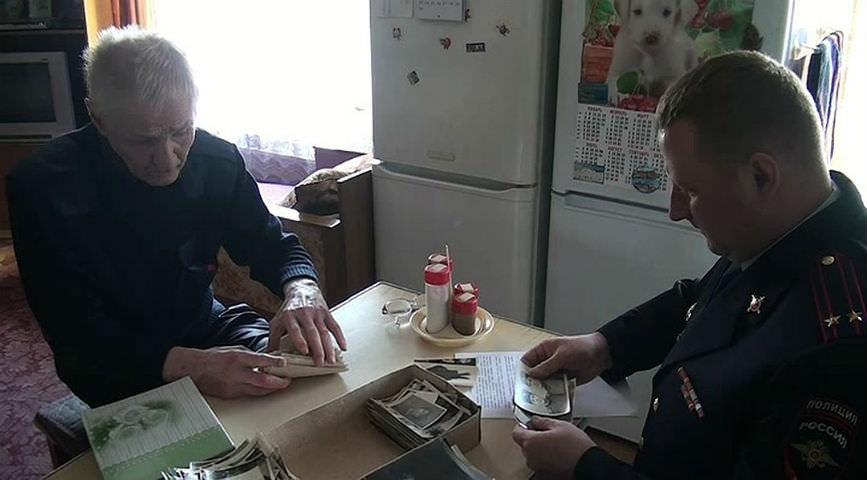 Полицейские вернули сыну ветерана потерянный орден отца за освобождение Донбасса