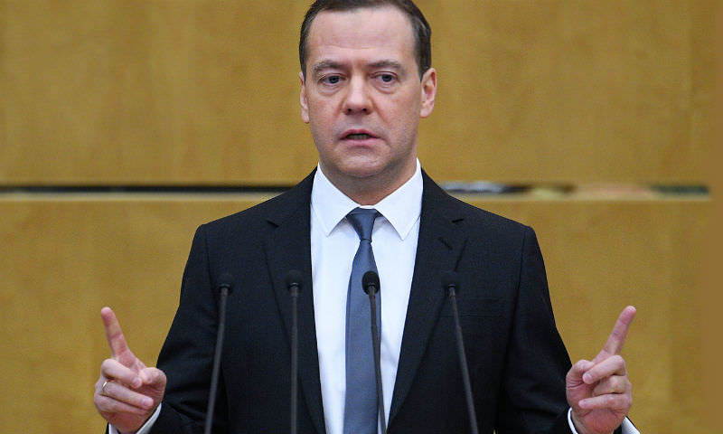 С места в карьер: Медведев решил повышать пенсионный возраст