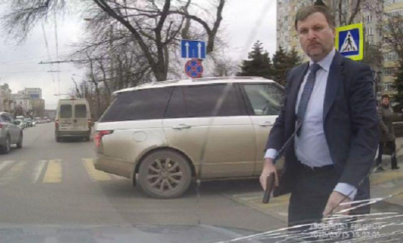 Единоросы заступились за виновного в вооруженном нападении депутата