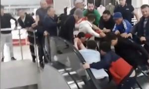 Жители Астаны руками остановили эскалатор, чтобы спасти ребёнка