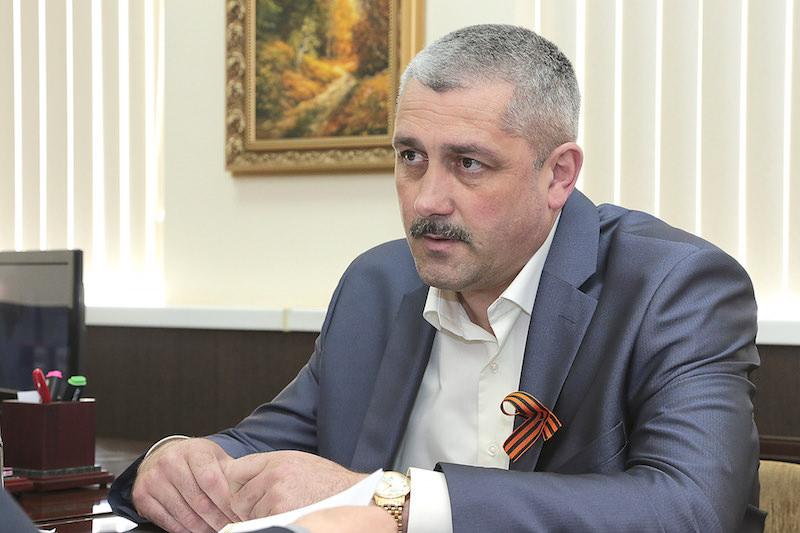 Местные жители говорят, что скандального латифундиста Александра Сычева покрывает глава Орловского района Юрий Харенко