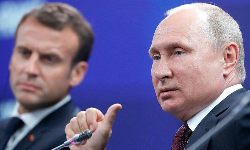 Путин получил от Макрона синего петуха
