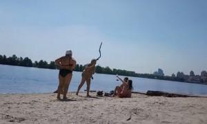 Боевые бабушки открывают пляжный сезон