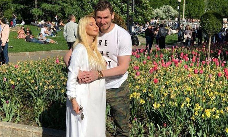 Лера Кудрявцева носит накладной живот?