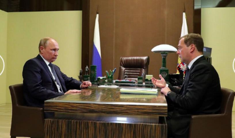 Одним министром больше: Медведеву изменили структуру