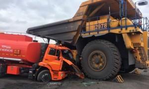 Женщина на БелАЗе раздавила бензовоз в Кузбассе