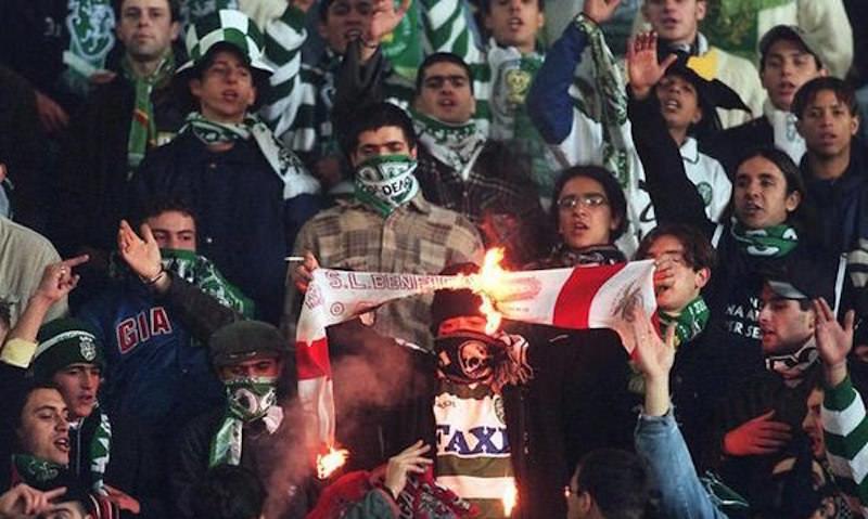 Фанаты «Спортинга» напали на базу своей команды и избили футболистов