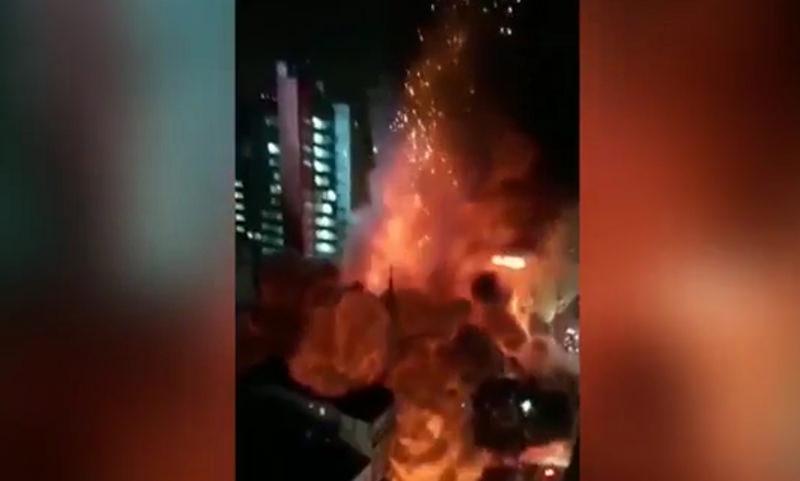 Горящая многоэтажка рухнула вместе с жителями