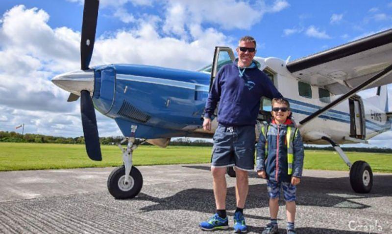 Отец спрыгнул с парашютом из самолета, где остался и погиб его малолетний сын