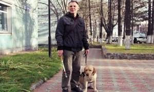 На Камчатке инвалида не пустили в кафе из-за собаки-поводыря
