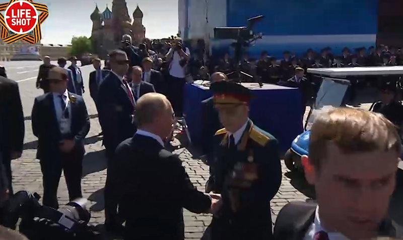 Путин бросился на защиту ветерана от своих охранников