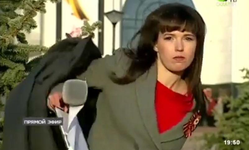 Сахалинская журналистка начала раздеваться в прямом эфире