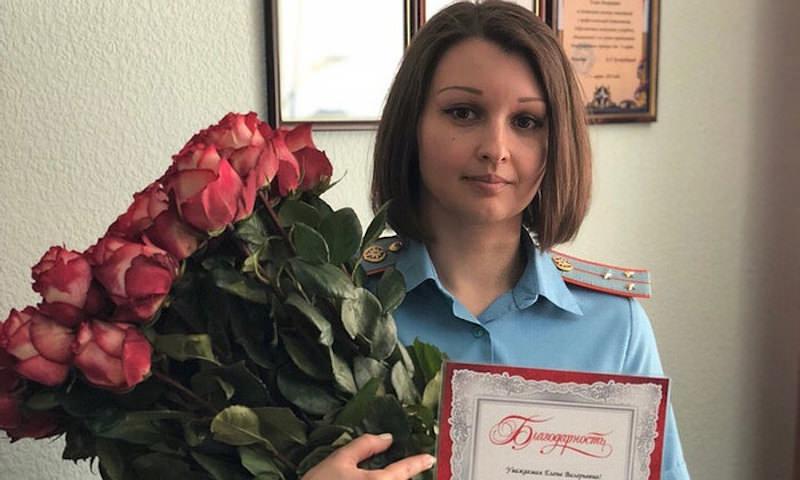 Сотрудница МЧС выловила малышку из пруда в Донецке