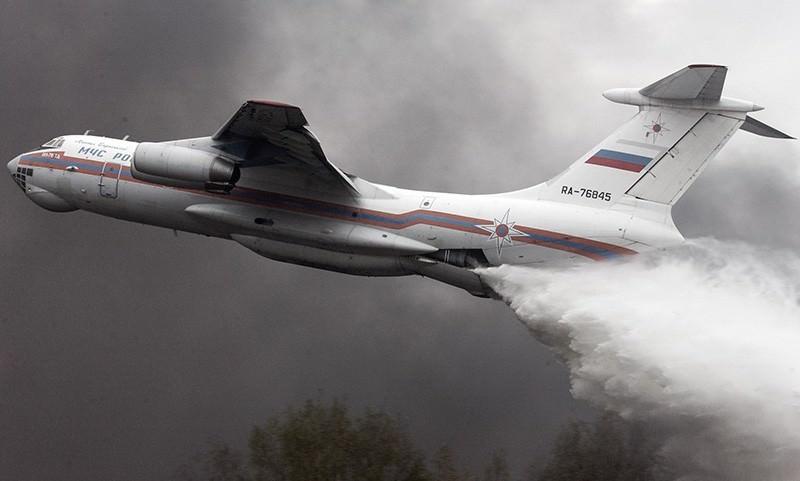 Самолет МЧС случайно сбросил тонны воды на патруль ДПС