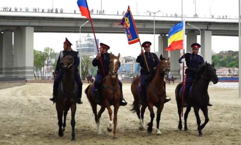 С поцелуями мужчин на ЧМ-2018 будут бороться казаки