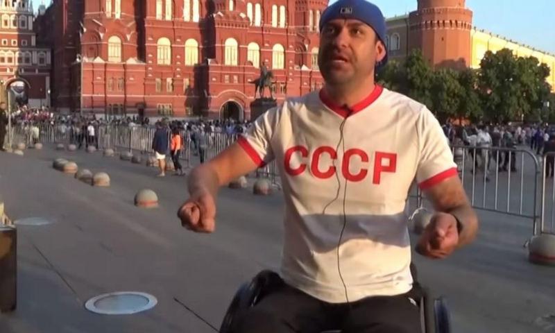 Американец подарил российскому болельщику кресло за $10 тысяч