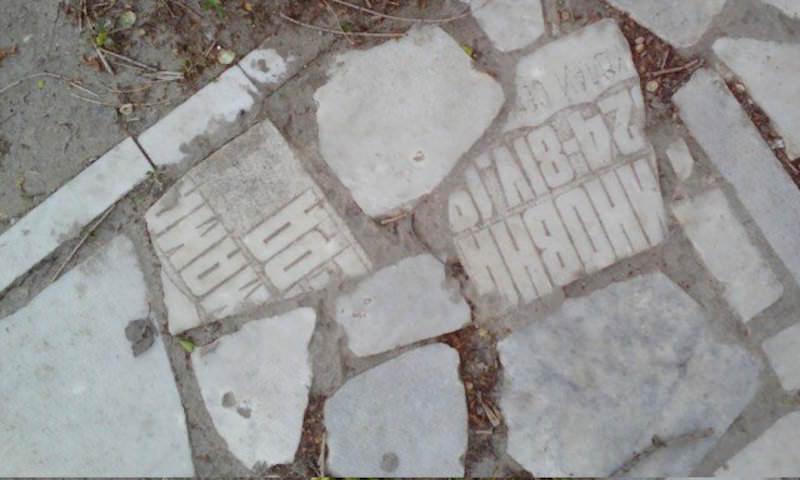 Улицу в Ульяновске замостили надгробиями