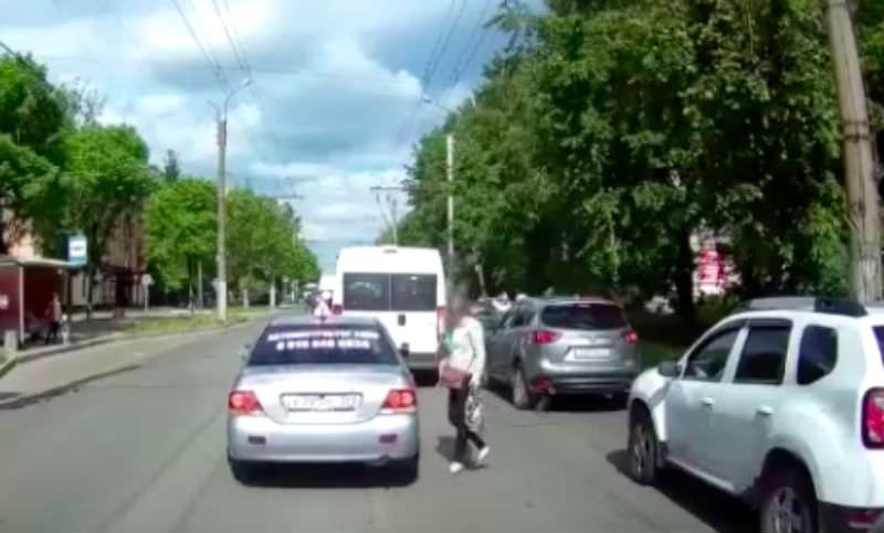 Инструктор вынудил девушку соблюдать правила дорожного движения