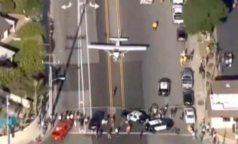 Девушка посадила самолет на оживленном шоссе в Калифорнии